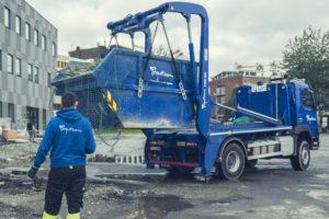 Henting av næringsavfall med lastebil og container